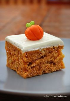 Tökös sütemény recept Cupcake Recipes, Cookie Recipes, Dessert Recipes, Fall Desserts, Sweet Desserts, Salty Snacks, Sweets Cake, Mini Cakes, Diy Food