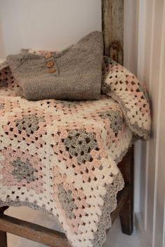 cissemosse: Oppskrift på bølgekant på hekleteppe Blanket, Bed, Crochet, Crafts, Home, Craft Ideas, Manualidades, House, Crochet Crop Top