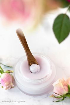 This natural DIY rose cleansing balm is a lovely way to pamper yourself at the end of the day and melts away even the most long-wearing makeup. Beauty Care, Diy Beauty, Beauty Hacks, Homemade Beauty, Beauty Ideas, Homemade Hair, Beauty Secrets, Diy Skin Care, Skin Care Tips
