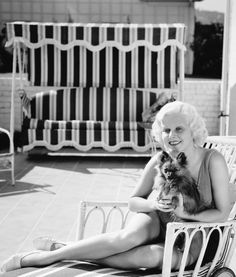 Jean Harlow with her dog, Photo by George Hurrell Old Hollywood Movies, Old Hollywood Stars, Hooray For Hollywood, Old Hollywood Glamour, Classic Hollywood, Hollywood Actresses, Classic Movie Stars, Classic Movies, George Hurrell