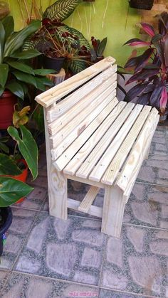 Adirondack chair, reclaimed wood DIY - Make this beautiful Adirondack Chair yourself! See this post for the Furniture Plans, instructions and supply list to build. Woodworking Table Plans, Woodworking Furniture, Woodworking Projects, Custom Woodworking, Woodworking Joints, Woodworking Classes, Teds Woodworking, Lawn Furniture, Diy Pallet Furniture