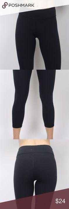 Black yoga Capri pants Form fitting black yoga Capri pants Pants Capris