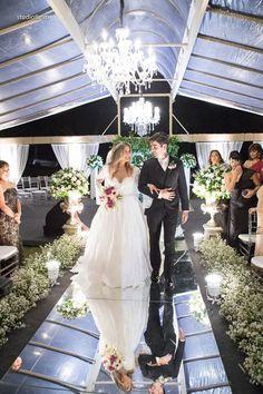 casamento de princesa Wedding Decorations, Table Decorations, Vip, Wedding Dresses, Fashion, Princess Wedding, Luxury Wedding, Wedding Boutonniere, Dream Wedding