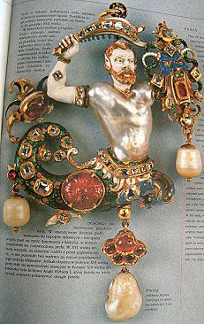 Another, clearer view of the Canning jewel. 16th century.