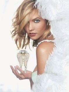 Hilary Blonde: Karlie Kloss posando para la promoción de la fraga...
