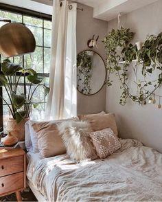 Dormitorios pequeños con plantas Bohemian Bedroom Decor, Shabby Chic Bedrooms, Modern Bedroom, Luxury Bedrooms, Master Bedrooms, Contemporary Bedroom, Diy Bedroom, Bedroom Furniture, Chic Bedroom Ideas