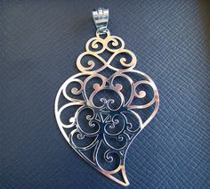 viana heart - Tattoo ideas Heart Jewelry, Silver Jewelry, Metal Tattoo, Creative Illustration, Sacred Heart, Jewelry Crafts, Belly Button Rings, Jewelry Making, Bling