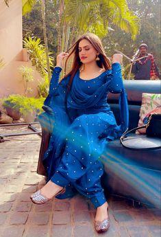 Simple Kurti Designs, Stylish Dress Designs, Designs For Dresses, Stylish Dresses, Casual Indian Fashion, Indian Fashion Dresses, Dress Indian Style, Patiala Suit Designs, Kurta Designs Women