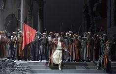 (DHA)- İTALYAN opera kompozitörü Gioacchino Rossini'nin, sanat yaşamının doruğundayken 1820 yılında yazdığı 'Maometto Secondo' (II. Mehmet) adlı eseri, Roma'da ilk kez sahnelendi. Fatih Sultan Mehmet ile Bizanslı Anna'nın imkansız aşkını konu edinen, 2008 yılında yaşamını yitiren ünlü soprano Leyla Gencer'in yakın dostu olan Pier Luigi Pizzi tarafından sahnelenen opera, büyük beğeni topladı.
