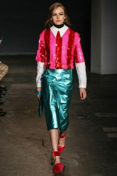 House of Holland Autumn/Winter show tijdens London Fashion Week, bekijk hier alle looks: http://glamour.nl/jfh7nptr2