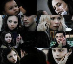 the twilight saga Twilight Film, Twilight Renesmee, Twilight Saga Series, Twilight Breaking Dawn, Breaking Dawn Part 2, Twilight New Moon, Twilight Wedding, Jacob And Renesmee, Aro Volturi