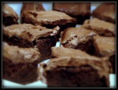 Pretty and Polished: Slimming World Brownies - syn per brownie! now if only we had this mysterious Quark product. Slimming World Brownies, Slimming World Desserts, Slimming World Diet, Slimming World Recipes, Chocolate Chip Cookie Dough, Chocolate Brownies, Chocolate Treats, Sliming World, Low Fat Chocolate