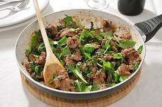 Gli straccetti sono un secondo piatto di carne molto semplice ma sempre molto buono, perfetto per una cena sfiziosa e poco impegnativa.