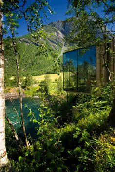 Want to stay in the scenes from cult film Ex-Machina? Intro the design hotel stay that you will never forget - The Juvet Landscape Hotel in Norway's Alstad forests was used in the film for its captivating settings and architecture. Ex Machina House, Norway Landscape, Mountain Landscape, Landscape Design, Glass Cabin, Norway Fjords, Casas Containers, Design Hotel, Cabins In The Woods
