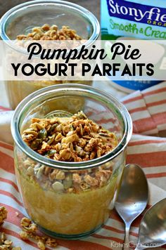 Do you love pumpkin pie and want to eat it for breakfast? Try my recipe for pumpkin pie yogurt parfaits! Homemade Desserts, Best Dessert Recipes, Sweet Recipes, Yummy Recipes, Healthy Recipes, Pumpkin Yogurt, Pumpkin Granola, Dinner Party Desserts, Parfait Recipes