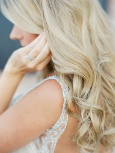 loose curls | Photography: Sposto Photography - spostophotography.com