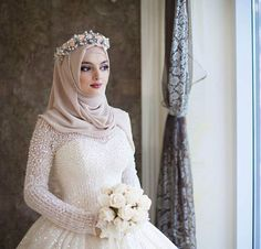 Searing for bridal hijab!, then, here are the 9 best wedding hijab for brides in different styles. So, select one modern Muslim wedding dress with hijab. Muslim Wedding Gown, Hijabi Wedding, Wedding Hijab Styles, Muslimah Wedding Dress, Muslim Wedding Dresses, Muslim Brides, Muslim Girls, Muslim Women, Wedding Abaya