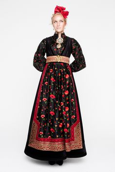 Bilderesultat for rondastakk Folk Fashion, Ethnic Fashion, Girl Fashion, Fashion Dresses, Fashion Design, Ethnic Dress, Folk Costume, Festival Wear, Traditional Dresses