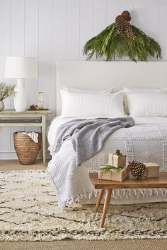 Celebrate the most wonderful time of the year by infusing the holiday spirit into every room of your home, including your bedroom. Check out the best Christmas bedroom decor ideas right here. White Bedroom Decor, Bedroom Themes, Cozy Bedroom, Large Bedroom, Bedroom Art, Winter Bedroom, Christmas Bedroom, Cute Bedroom Ideas, Awesome Bedrooms