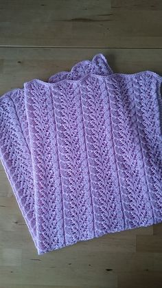 Ravelry: Project Gallery for Twin Leaf Baby Blanket pattern by Lindsay Hunt