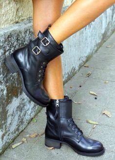 Leatherboots Very trendy @lulook