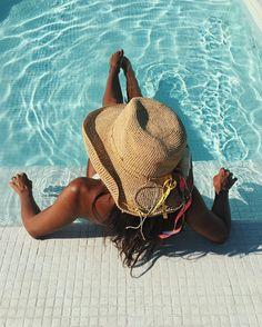 Tendência de customização de chapéus para a moda praia