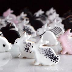 Bunnies, #sugarbombe, #sugarcookies, #decoratedcookies, #cookiesofinstagram, #edibleart,#sugarart, #royalicingart, #royalicingcookies, #customcookies, #foodart, #diycookies,