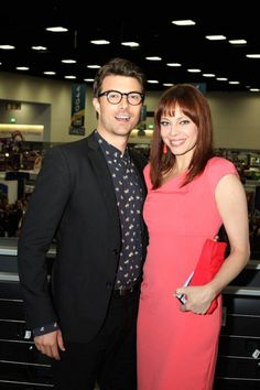Noah Bean and Melinda Clarke atop the Warner Bros. booth after the final Comic-Con signing for NIKITA #CWSDCC #WBSDCC (©2013 WBEI. All Rights Reserved.)