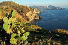 #Italie - Belvédère Quattrocchi sur l'île de Lipari #Sicile #Sicily #Italy
