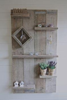 Wandbord van gebruikt steigerhout.