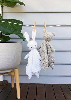 These Sleepy Baby Bear and Bunny lovey blankets make the perfect beginners project for any budding Amigurumi crocheters. Crochet Teddy, Crochet Bunny, Crochet Toys, Crochet Baby Mobiles, Bunny Blanket, Lovey Blanket, Softies, Amigurumi Patterns, Crochet Dolls