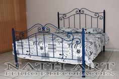 Cama Vintage, Wrought Iron Beds, Closet Bedroom, Plastic Canvas, Furniture, Home Decor, Antique Iron Beds, Antique Beds, Cast Iron Beds