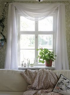 Easy way to hang Curtains, the Old Swedish Style Scandinavian Interior Design, Scandinavian Home, Cottage Homes, Cottage Style, My Living Room, Living Room Decor, Room Inspiration, Interior Inspiration, Room Of One's Own
