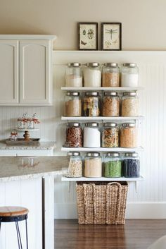 Dica de organização para a cozinha – Otimização de espaços – Prateleiras para potes com cereais