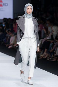 Koleksi ETU oleh Restu Anggraini dalam fashion show Indonesia Fashion Forward 2, Jakarta Fashion Week 2015, 01 November 2014.