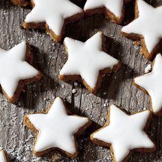 Kaufen Sie noch oder backen Sie schon? Das vorweihnachtliche Keksfieber hat auch uns erreicht. Wir verraten Ihnen unsere 10 liebsten Weihnachtskreationen sowie 14 weitere Keksrezepte.