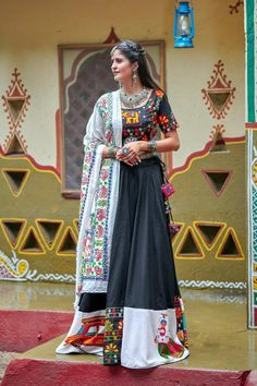 Soft cotton black chaniya choli collection for garba. Black color traditional chaniya choli is soft cotton fabricated lehenga and choli with aari, table print cotton fabric white color dupatta. Black navratri dress is resham embroidery with mirror work. Lehenga Choli Designs, Ghagra Choli, Choli Dress, Saree Blouse, Black Lehenga, Pink Lehenga, Mirror Work Lehenga, Cotton Lehenga, Blouse Designs