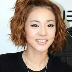 Short hair waves: Sandara Park of 2ne1