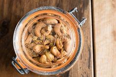 Pour un apéro réussi, noix de cajou aux herbes (vegan et sans gluten) Sans Gluten, Pickles, Cucumber, Garlic, Stuffed Mushrooms, Vegan, Vegetables, Food, Passion