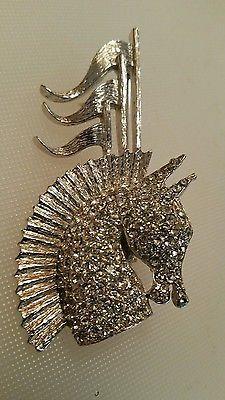 Vintage-TARA-Centurion-Rhinestone-Brooch-Pin-Horse-Head-Flags