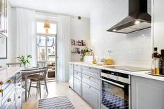 Scandinavian grey and white #kitchen | Source: Mäklarhuset