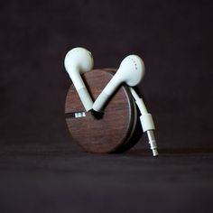ear-bud-holder-one