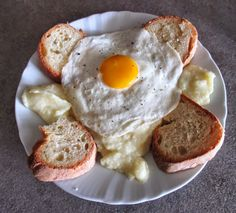 FORNELLI IN FIAMME: EGGS WITH RICH PUREE AND ALTAMURA BREAD - Uovo con puree ricco e pane di altamura