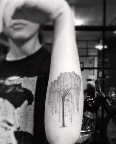 filigrane-tattoo-motive-trauerweide-unterarm-dr-woo