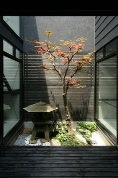simple - I once rented a house that had this kind of thing in the bathroom - beautiful! Japanese Garden Landscape, Small Japanese Garden, Japanese Style House, Japanese Garden Design, Japanese Modern, Japanese Interior, Zen Garden Design, Landscape Design, Japanese Gardens