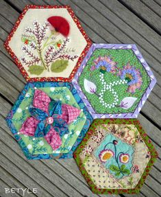 crazy quilting by hand Patchwork Hexagonal, Motif Hexagonal, Hexagon Pattern, Hexagon Quilt, Crazy Quilt Stitches, Crazy Quilt Blocks, Patch Quilt, Crazy Quilting, Crewel Embroidery Kits