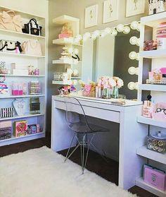 📍 Inspiração 📍  Meninas a foto hoje e para se inspirar na hora de montar ou decorar seu closet.  #arquitetura #design #instadecor #casa #decoração #quarto #ideias #inspiração #inspiracao #decoracao #homedecor #maquiagem #closet #sonho #dica #cantinho #blogueira #ascariocasby #bloggersdorio