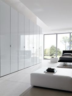 Hinged door wardrobe in glass - Combi System cabinet with doors and handles in glossy white glass, aluminum frame, gloss finishing.
