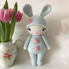 """Gefällt 1,293 Mal, 41 Kommentare - Jean 🌸 Crochet 🌸 (@smoozlycrochet) auf Instagram: """"🌸 Rose Bunny 🌸 fertig und abreisebereit. Gleich geht's weiter mit der nächsten Bestellung. Habt's…"""""""