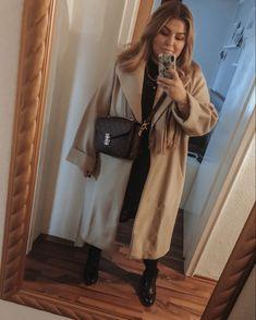 @elabonbonella plus size blogger | elegant style with beige coat and black dress; louis vuitton pochette metis outfit idea | elabonbonella.com Mantel Beige, Plus Size Looks, Beige Coat, Plus Size Fashion, Fashion Beauty, Duster Coat, Louis Vuitton, Elegant, Jackets